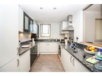 2 bedroom flat in Western Beach Apartments Hanover Avenue, Royal Docks