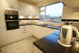 3 double bedrooms 2 bathrooms in modern flat