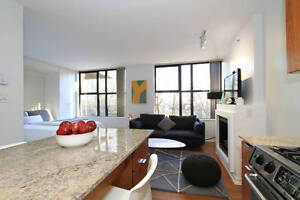 Stylish Yaletown Condo with Fireplace and Den