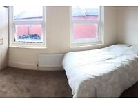 Two bright double rooms close to Tooting