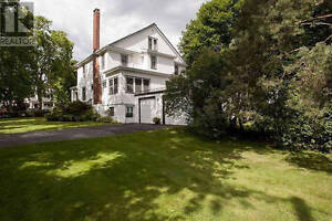 Huge House on Quinpool Road for Rent. Available July 1 or Sept 1