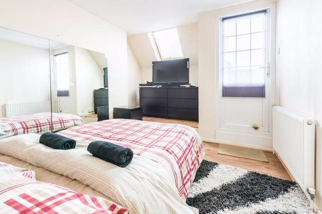 MODERN STUDIO WITH BALCONY IN EAST LONDON - COUPLES WELCOME