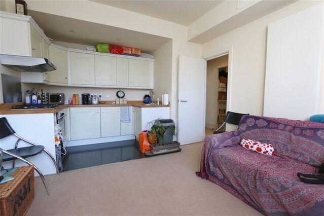 1 bedroom flat in Bernard Baron House, Henriques Street