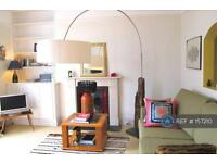2 bedroom flat in Lurline Gardens, London, SW11 (2 bed)