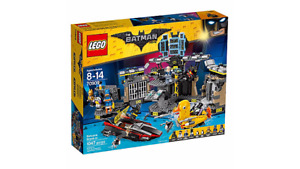 Lego 70909 - Batcave Break-in   -  Brand New Unopened