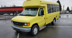 2006 Ford E350 Wheel Chair Accessible Bus