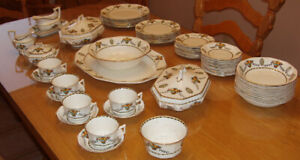 "SET de VAISSELLE ROYAL WINTON ""SAXON"" GRIMWADES"