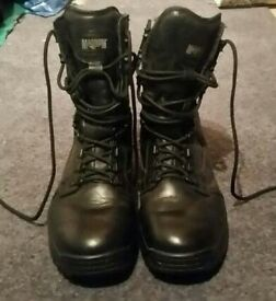 Magnum boots size 6