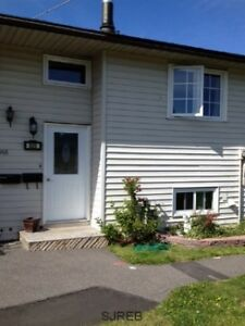 PRICE IMPROVEMENT! East-Townhouse close to all amenities