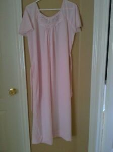Women's light pink floral embroidered night sleepwear gown Small London Ontario image 1