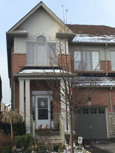 Bright 4Bedrm House for Rent, Close Hwy404, Honda-Canada
