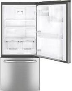 GE Réfrigérateur Stainless congélateur en bas - Neuf- 20,9 Pi³