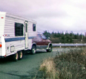REDUCED 1996 5th Wheel Camper. Winter Special $2500 or trade