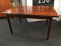 1960s Extending Danish Dining Table in Rosewood. Vintage/Retro/Mid Century