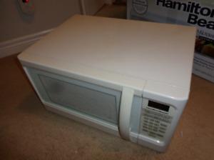 Hamilton Beach Microwave (1000W)