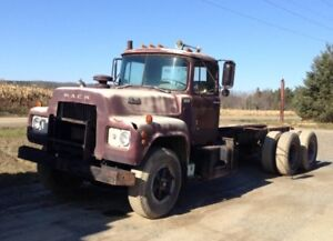 R600 Mack parts truck with registration