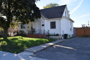 Beautiful 3 Bdr Home Perfect for a Family – Oct 1st