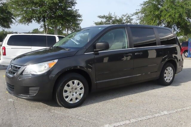 2012 town and country vs 2012 volkswagen routan ebay. Black Bedroom Furniture Sets. Home Design Ideas