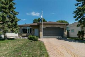 Lovely 3 Bedroom, 3 Bath Bungalow in River Park South!!