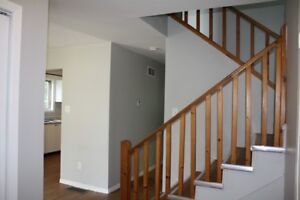 Stayner, 3 bedroom upper level unit, with utilities included