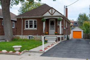 Amazing Bungalow in High Park/Swansea!