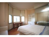 SPACIOUS ONE BED FLAT! AMAZING PRICE AND VERY CLOSE TO TUBE! LARGE BEDROOM AND OPEN PLAN LIVING!