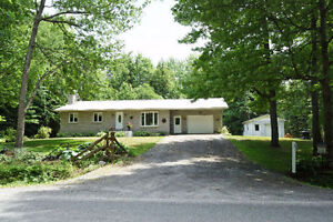 EXCEPTIONALLY MAINTAINED 3 BED, 2 BATH BUNGALOW IN PLANTAGENET!
