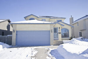 METICULOUS 3 BR 3.5 bath FAMILY HOME IN ISLAND LAKES!