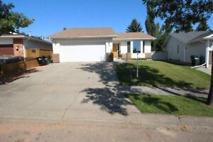 Location, location location!! Large BUNGALOW in SHPK