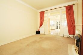 MASSIVE ROOM TO RENT IN A SHARED HOUSE