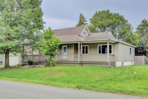 Great bungalow near Algonquin college for students or family