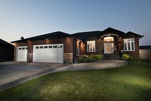 Stunning 5 Bdrm Home w. Elegant Finishing in 5th Ave Estates