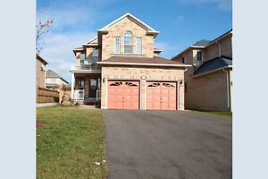 Family Friendly House in Upscale North East Oakville