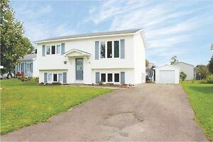 Great Starter Home In Quiet Family Neighbourhood