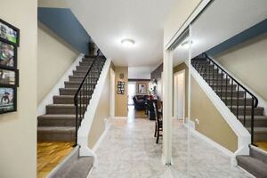 Beautiful End Unit Town House@Queen/Kennedy,L6W3M4