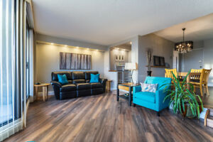 Fully Upgraded Huge 3 Bedroom Condo in Richmond Hill!