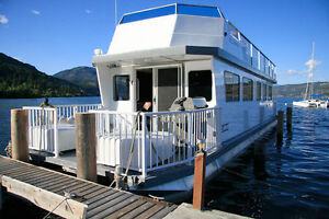 GORGEOUS HOUSEBOAT FOR SALE!