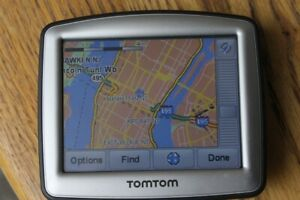 """Mini GPS 3.5"""" TomTom One N14644 and a charger with updated maps"""