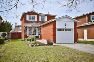 18 Linden Lane, Whitchurch-Stouffville, 3BR 3WR Charming Home