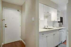 May 1st - Large 2 bed/1 bath pet-friendly apartment in Kitsilano