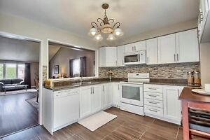 SPACIOUS NEWMARKET OPEN CONCEPT HOME 3 Bdr 3 Bath 2,100 sq.ft