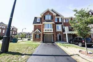 Gorgeous Freehold Brampton Townhouse - 2 bed + 3 bath