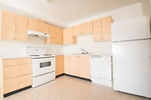 South Facing Suite!  Great Location! Washer/Dryer! 1149.00!
