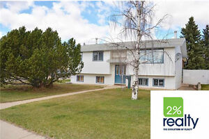Spacious 4 Bedroom With Hot Tub! - Listed by 2% Realty Inc.