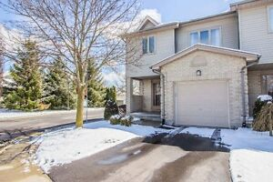 Spotless 3 Bedroom Townhouse in Lovely Well Maintained Complex!
