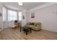 1 bedroom flat in Earls Court Road, Earls Court