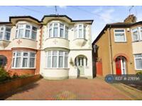 4 bedroom house in St Georges Road, Enfeild, EN1 (4 bed)