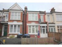 ****DSS WELCOME***THREE BEDROOM FLAT WITH GARDEN IN BOUNDS GREEN N11