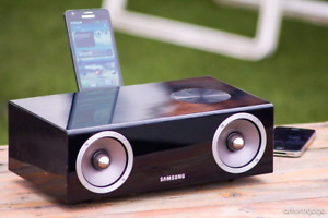 Samsung wireless audio dock - like new