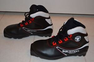 Youth/Kids Size 3 Cross Country Ski Boots in Excellent Condition
